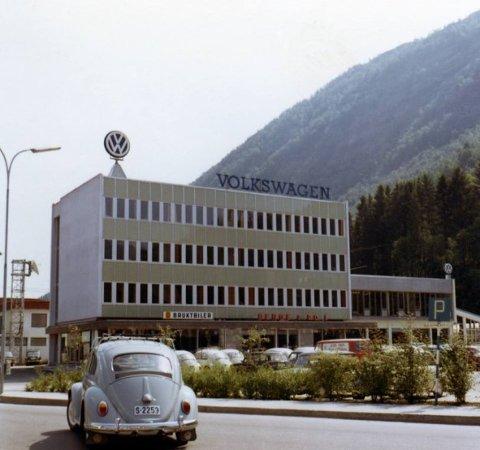 BILBYEN: Bergegården, slik den såg ut medan Berge & Co heldt til der. Dette er eitt av dei ikoniske bygga i Grillenkvartalet.