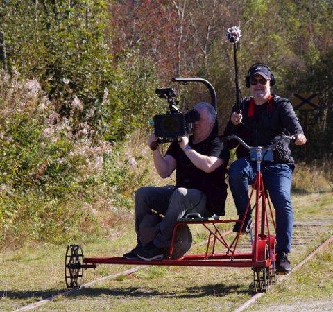 Onar Stangeland (t.v) og Thorbjørn Keyn lager dokumentarfilm om Ålgårdbanen.