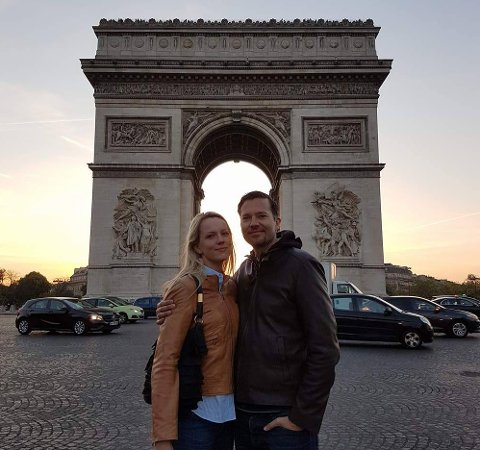 Bjørn Christian Nørbech og kona Oddbjørg befant seg under 100 meter fra der skytingen i Paris startet.