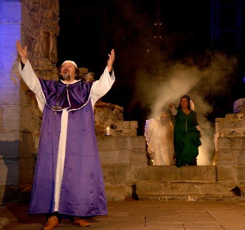 HISTORIE: Biskop Mogens dukker opp også i årets vandreteater på Domkirkeodden.