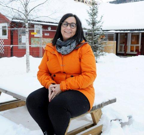 """Spent: Liv Janne Bratbakk, styrer i Askeladden barnehage i Mosjøen, er spent på mandagens """"barnehagestart"""". Da blir barna fordelt på seks grupper istedenfor to avdelinger. - Heldigvis har vi bygd ut og har ekstra uteareal, så vi kan spre oss litt, sier hun."""