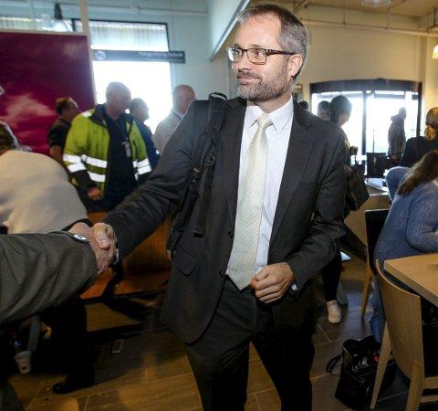 HEMMELIGHETSFULL: Adm.dir. Knut R. Johannessen vil styrebehandle resultatet av aksjesalget i Rygge Airport AS mandag ettermiddag før han går ut i offentligheten med tallet.