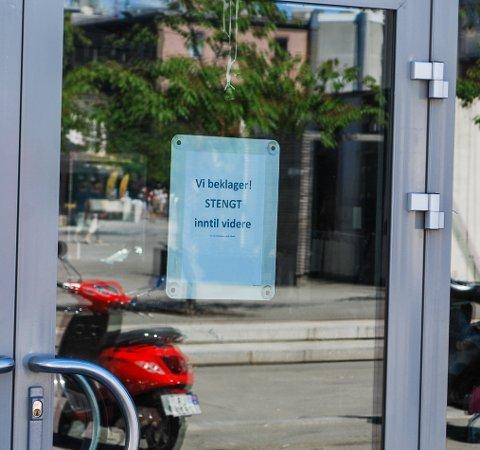 STENGTE PÅ DAGEN: Barnas Beste Butikk på torvet i Sandefjord stengte på ubestemt tid mandag formiddag.