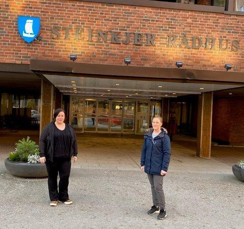 TAR INITIATIV: Marthe Herstad (til venstre) og Siri Johanne Nordahl står bak demonstrasjonen mot behandlingen av de private barnehagene i Steinkjer kommune.
