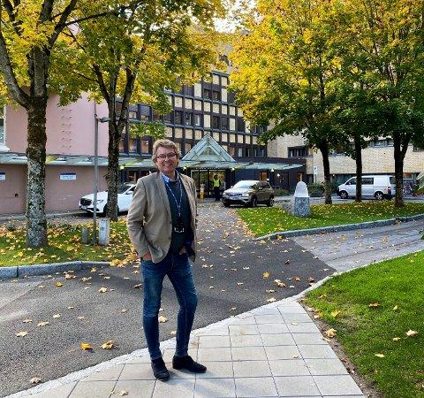 TILFREDS: Halvor Berg-Hanssen og flere folkevalgte var i møte på sykehuset i går. Berg-Hanssen var fornøyd.
