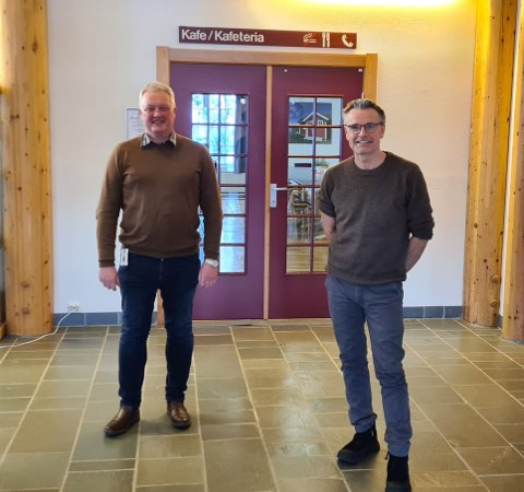 Ordfører Odd Erik Holden (t.v.) og rådmann Jostein Aanestad jobber for å få vedtatt et forprosjekt for ny folkehøgskole på Heggenes i Øystre Slidre kommune.