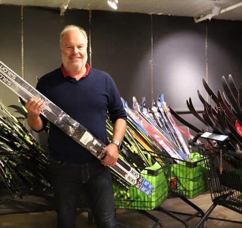 Rune Pedersen på Sport1 i Drøbak forteller at de er behjelpelige med å bytte varer.
