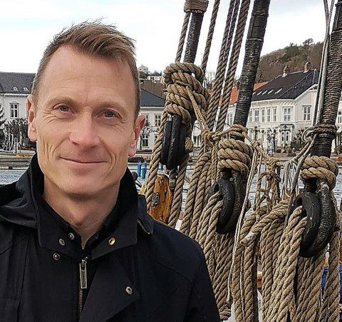 """Kultursjef Torolf Kroglund mener fylkeskommunens forslag om en kommunedelplan for kunst og kultur er et interessant forslag, men han er ikke begeistret for at fylkeskommunen nærmest """"kommanderer"""" kommunen til å lage en slik plan."""