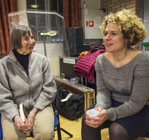 Konen til Howard, Angela Snell (79) ble med sin ektemann til Bergen. Her sammen med Bjørsvik Brass' leder, Siri Smith-Giske.