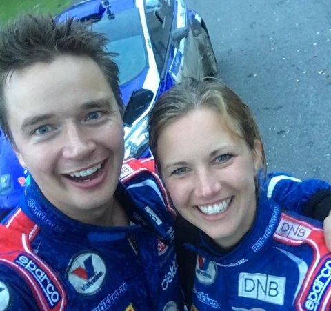Anders Grøndal og kartleser Miriam Walfridsson kunne smile bredt etter rally-triumfen lørdag.
