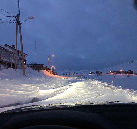 Dette bildet er tatt av Skarsvåg Bygdelag og viser Skutnesveien i Skarsvåg.
