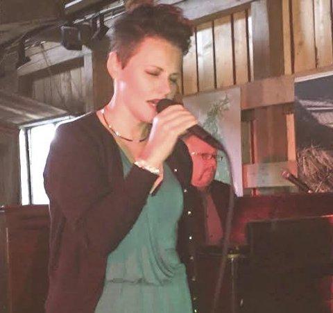 TIL RIBBEJAZZEN: Stina Stenerud fra Fetsund og Paul Wagnberg fra Enebakkneset er bare et par av mange lokale musikere du kan få med deg lørdag 29. desember i Lillestrøm kultursenter. FOTO: ROGER ØDEGÅRD