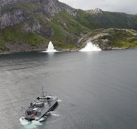 Søndag ryddet NATOs stående minerydderstyrke eksplosiver i Skjelfjorden.