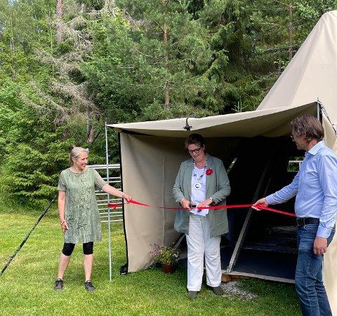 LEDIG: Overnattingsstedet hos Vibeke Bergsjø Aas og Espen Indergård ble offisielt åpnet 30. juni. Nå står lavvoen klar til å ta imot de første vandrerne.