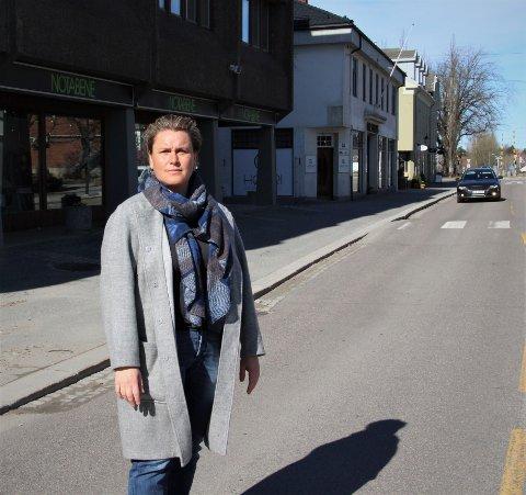 Venter på svar: Ordfører Karoline Fjeldstad håper at butikkene i Rakkestad kan åpne før helgen, men det er foreløpig usikkert.