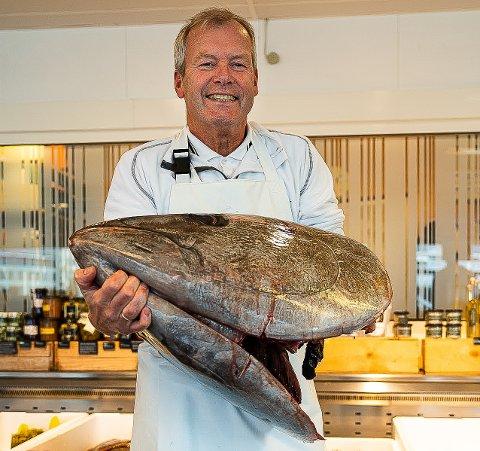 MAKRELLSTØRJE: - Hodet alene veier 30 kilo, sier daglig leder Kjell Henry Olsen ved Brødrene Berggren fiskehandel.