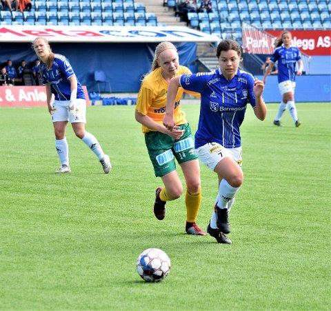 Sarpsborg 08-damene, her ved Andrea Ungar Jensen, tapte borte mot Fart 2 søndag. (Foto: Kjetil A. Berg)