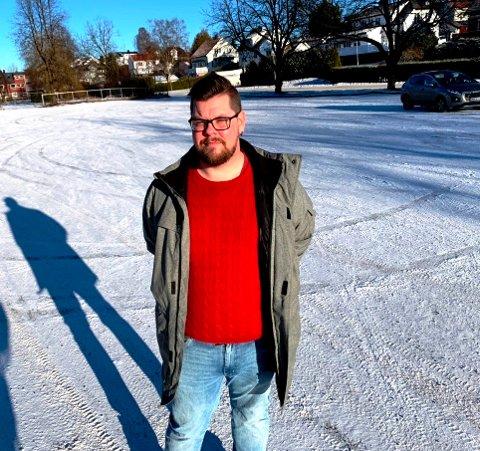 HÅPER: Hotellansatt Eirik Michelsen er permittert. Han håper på at feriepenger for de i hans situasjon gjeninnføres.