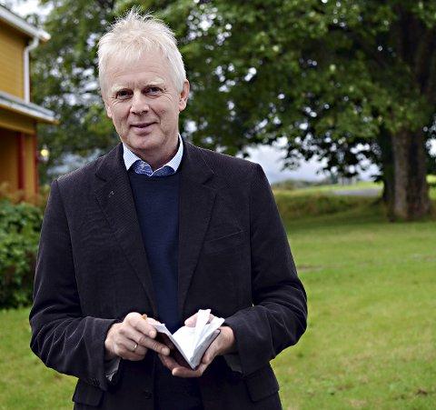 Magne Hoem blir pensjonist og flytter fra Kvernes til Oslo.