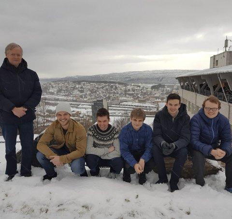Narvik-gruppa: Fra venstre Arne Bjørk, James Alexander Cowie, Vetle Tronstad, Erlend Restad, Christer Nordby og Christoffer Boothby