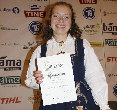Cheese: En smørblid 18-åring ble norgesmester i osteanretning under bygdeungdommens Høstarrangement.