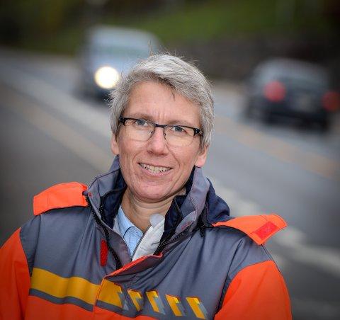 FÆRRE TRAFIKKDREPTE: Guro Ranes,  avdelingsdirektør for trafikksikkerhet ved TMT-avdelingen i Vegdirektoratet kan glede seg over færre trafikkdrepte i Norge, men hun mener vi ikke kan hvile på laurbærene.