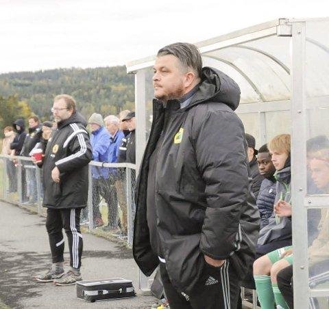 USIKKER: AFSK-trener Ronny Gresmo er usikker på om han tar en ny sesong som AFSK-trener etter dramatikken under fotballgruppas årsmøte. I bakgrunnen Bjørn Ivar Bergerud som hadde sagt ja til å lede fotballgruppa.