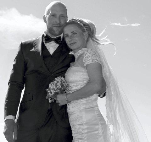 Brudepar: Øyvind Haug og Hilde Marie Wara giftet seg i Valberg kirke tidligere i sommer. Her på selve bryllupsdagen.