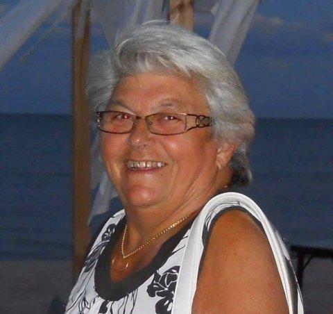 DØDE: Marit Huse (78) fra Frogn døde 3. april i fjor av korona. Sønnen Leif Jørgen innrømmer at hendelsen fortsatt preger hverdagen.