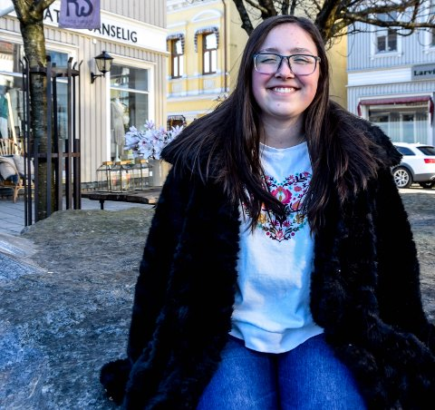 DEBUTERER: Wiktoria Kalicka (16) skal få sin første tekst publisert, men har mer kreativitet på lager.