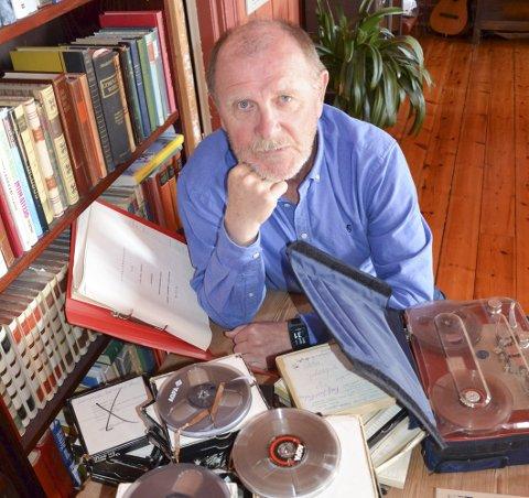 MYE STOFF: Øyvind Bæk sitter på mye Stenersen-materiale etter jobben med NRK-dokumentaren som ble sendt høsten 1986.