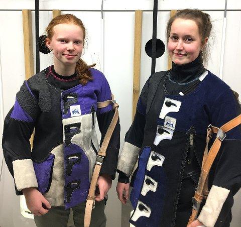 GOD DUO:Kaja Hyllestad (til venstre)og Madelen Næristorp er to av de beste ungdomsskytterne i Degernes skytterlag. I helgen klarte de syvende- og niendeplasser som best i henholdsvis rekrutt og junior.