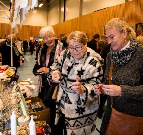 Julegaver: Stine Malmstein, Gro Malmstein og Lise Bruu er på jakt etter grønne likørglass. Alle foto: Vidar Sandnes