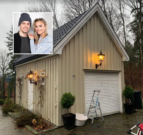 VIL RIVE: Caroline Berg Eriksen og ektemannen Lars Kristian Eriksen har søkt om å rive denne garasjen. Kommunen mener den er bevaringsverdig og sier riving ikke kan påregnes.
