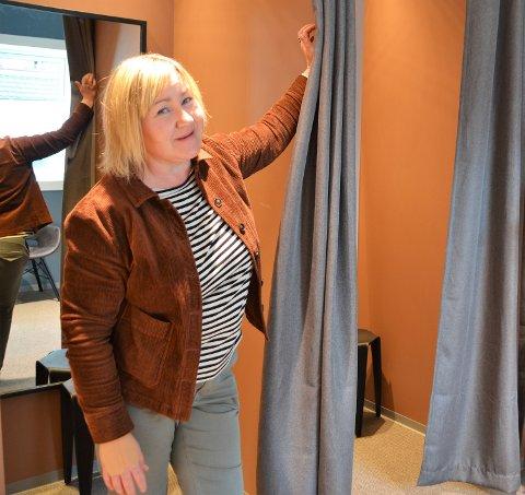 Velkommen: Birgitte Watten ønsker både gamle og nye kunder velkommen til den nye butikkavdelinga, som også får to nye prøverom.