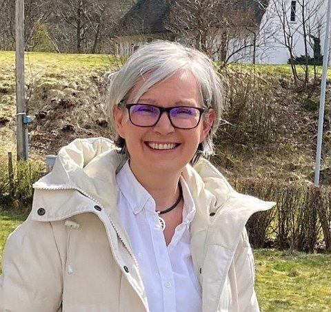 ENGASJERT: Siw Høyvik Øren brenn for heimbygda Høyanger, og har laga ei Facebookgruppe der innbyggjarane kan heie på kvarandre og på bygda.