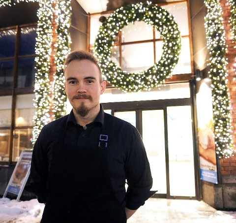 TRADISJON: Eirik Furuholt arrangerer julaften på Scandic. Han er fast bestemt på at dette skal bli en langvarig tradisjon. – Jeg skal holde på til krampen tar meg, sier, han. Arkivfoto: Lone Martinsen