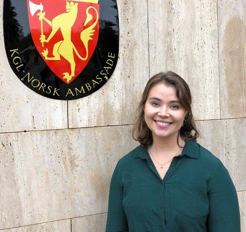 PRAKTIKANT: Ingeborg Albert Rikheim (25) har fått praktikantjobb i den norske ambassaden i Saudi-Arabia.