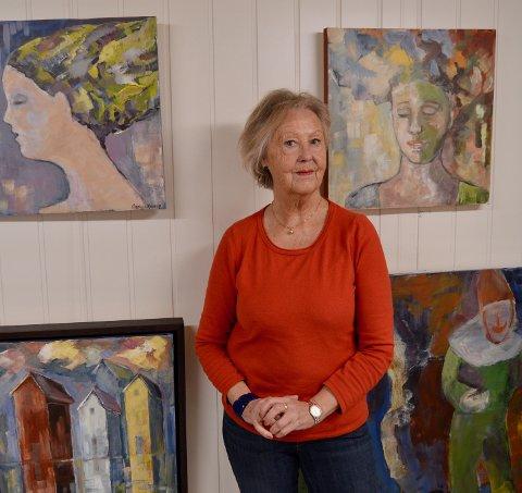 LIVSSTIL: – Da jeg ble pensjonist, tenkte jeg at nå har jeg virkelig tid til å male. Jeg lever ikke av kunsten, men det er en livsstil, sier Nicoline Kjønø.