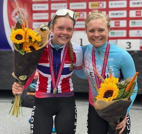 HALDEN-JUBEL: Elise Marie Olsen (tv) ble U23-norgesmester, mens Emilie Moberg spurtet inn til NM-sølv.