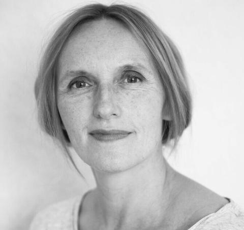 """Akutell med podkast: Kari Hesthamar har laga podkasten """"Usagt"""". I romjula kan du høyra serien på radio."""