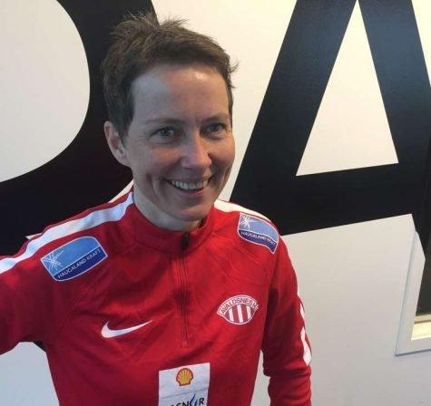 Sportsjef i Avaldsnes Lena Tyriberget på besøk i 102-studio.