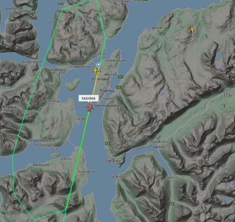 AVBRØT LANDINGEN: Flyet avbrøt landingen og sirklet rundt Tromsø.