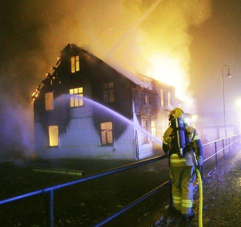 Brant ned: I november i fjor brant Kåre Johnny Bergs eiendom i Svarstad sentrum til grunnen. Nå ønsker han å gjenoppbygge. Arkivfoto: Peder Gjersøe.