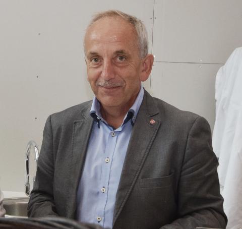 MYE PENGER: Fylkespolitiker Nils Harald Rennestraum fra Kvinesdal sier til Agder at lederlønninger er noe av det Ap vil se på i sitt arbeid med budsjettet for den nye fylkeskommunen.