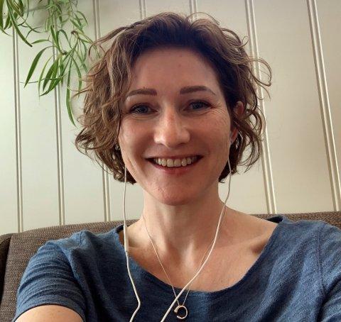 PÅ NETT: Fylkestinget tysdag tok 11 timar, men fylkestingsrepresentant Hanne Husebø Kristensen  fekk i det minste delta i frå si eiga stove heime i Florø.