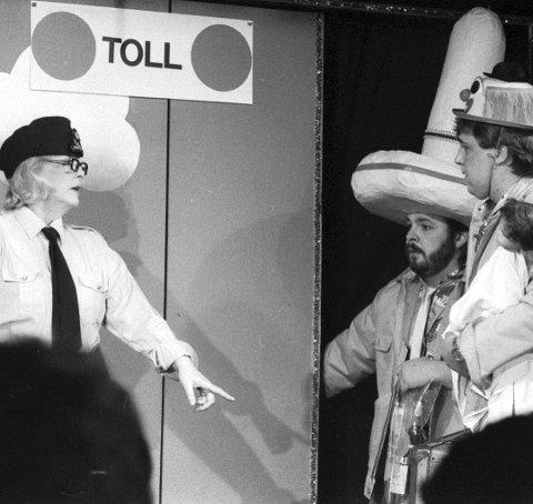 Tre lokale legender (Vivi Haug, Pål Nielsen og Øivind Johannessen) samlet på  revyscenen Cats på Rolvsøy i 1986. ARKIVFOTO: FB