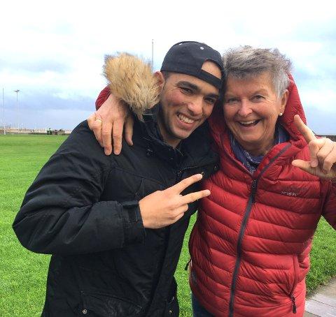 Zahid ble overlykkelig da hans norske venner, Bente Gulli (bildet) og Cathrine Holt, kom på besøk ved flyktningemottaket i Le Havre.