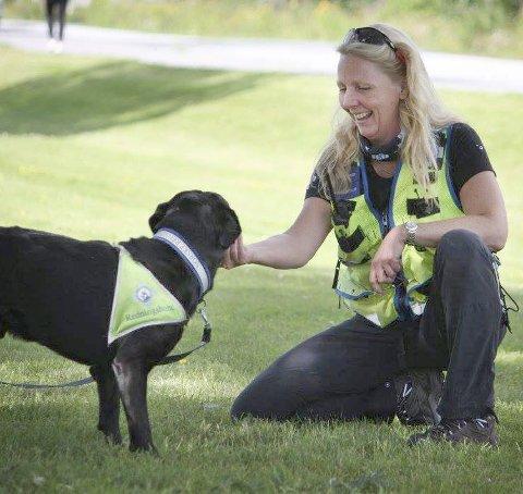 Søk: Nina Leiros og hunden Vito på øvelse.