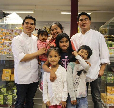 Familiebedriften: Bak fra venstre: Jessford Sibayan, Juliana Yzabel (2), Xyzamae Sibayan og Jerrick Sibayan. Foran: Keizha Elisse (6), Althea Xyrrie (8) og Jeremiah Sseph.